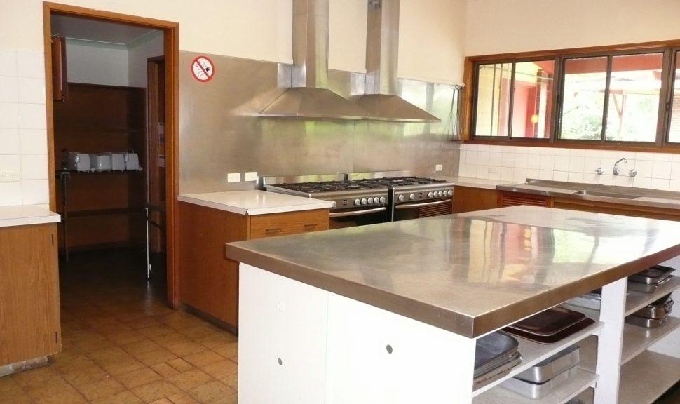 Original__9631895_Dp85_Acacia_Kitchen_From_Dining_Room_Door_2_Xw0Kpyi